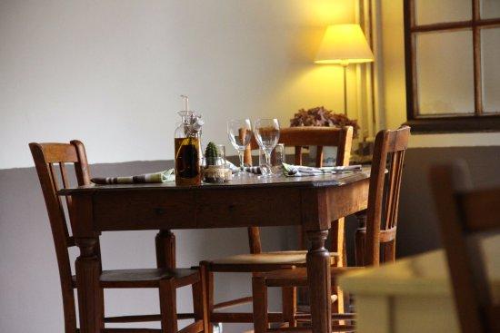 Blaison-Gohier, Γαλλία: la salle côté bar