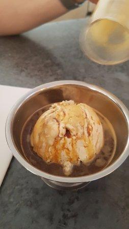Eat 17 : Salted caramel ice cream affagto