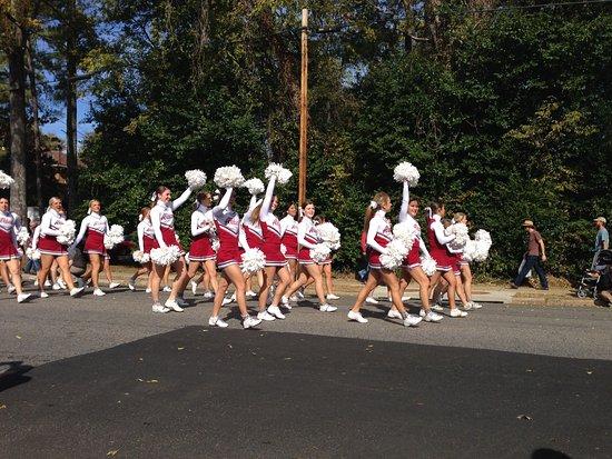 Tuscaloosa, AL: Alabama Cheerleaders at Homecoming Parade