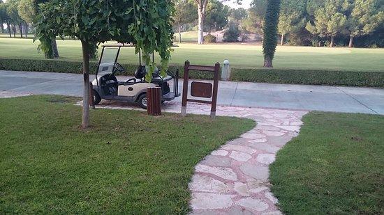 Gloria Verde Resort: Ein Buggy gehört zu jeder Villa