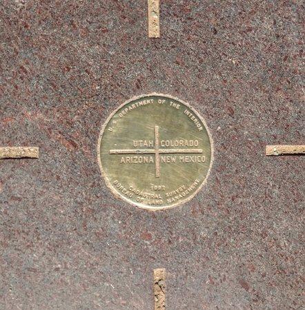 Teec Nos Pos, AZ: Monument Marker