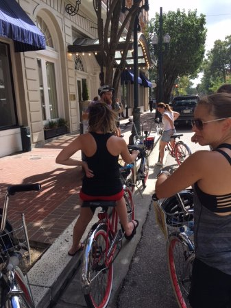 FreeWheelin' Bike Tours: One stop with our Guide