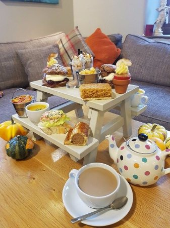 Bolton by Bowland, UK: The Autumn Favorites Afternoon Picnic!