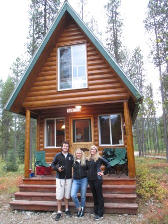 Columbia Falls, MT: Our cabin and home away from home...Lil Griz!!!
