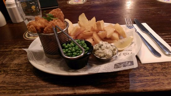 Town Hall Tavern: Scampi & Chips- excellent!