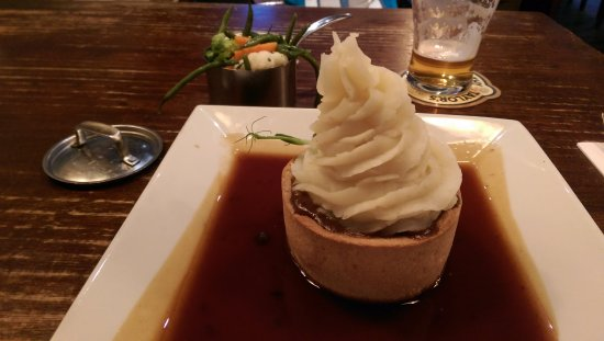 Town Hall Tavern: Mash-topped pie - delicious!