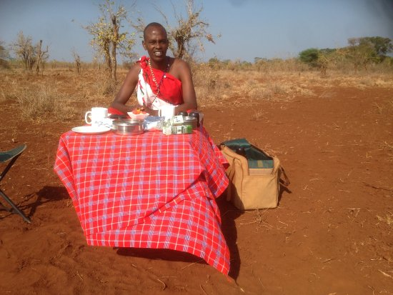 Rhino River Camp: Breakfast in the bush with Daniel