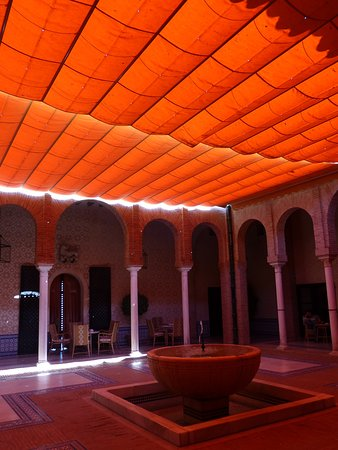 Carmona, Spain: Sun shades in open cout-yard