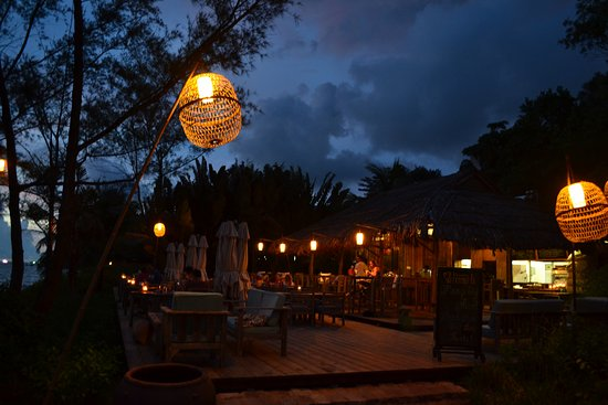 Mango Bay Resort: The beach bar at sunset