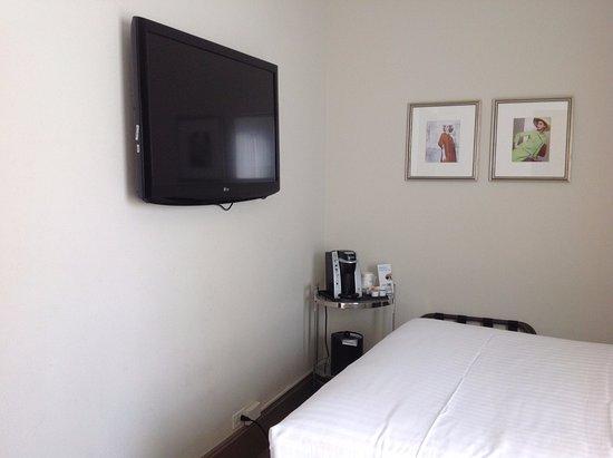 Holiday Inn Express Hotel Cass: Queen-Sized Room (10/2017)