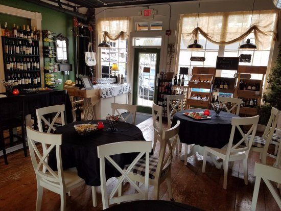 Alton, IL: We have linens available for private events when requested.