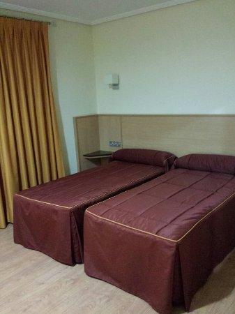 Caravaca de la Cruz, Spain: Detalle de las camas.  Hotel Malena.