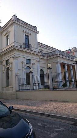 Palazzo Kursaal: ..lato mare.