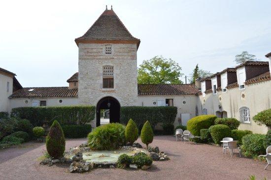 Sérignac-sur-Garonne, France : Enceinte