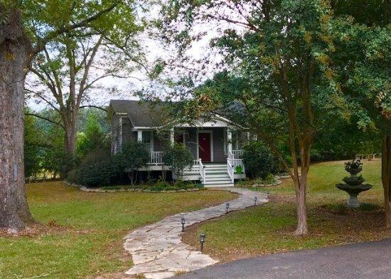 Jefferson, TX: One of the quaint cottages