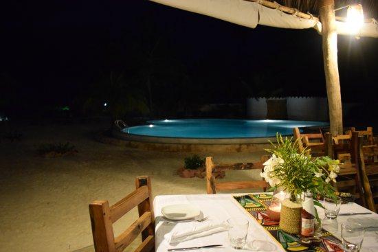 Makunduchi, แทนซาเนีย: cena a bordo piscina