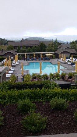 Menlo Park, Californië: Pool where the restaurant is located