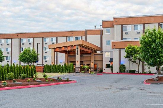 Pacific, WA: Hotel Exterior