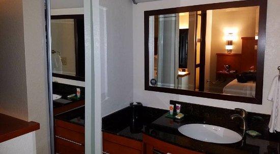 HYATT house Atlanta/Cobb Galleria: sink seperate from bathroom