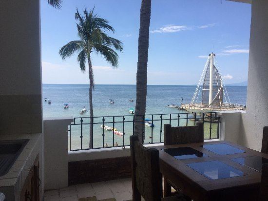 Emperador Vallarta Beachfront Hotel & Suites: View from the room balcony.