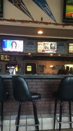 Backyard Sports Bar And Grill: Bar Area