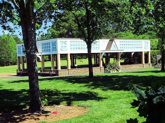 Belmont, Carolina del Norte: gardens - covered picnic area
