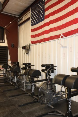 Grand Blanc, MI: 810 CrossFit has a variety of top of the line equipment for our members