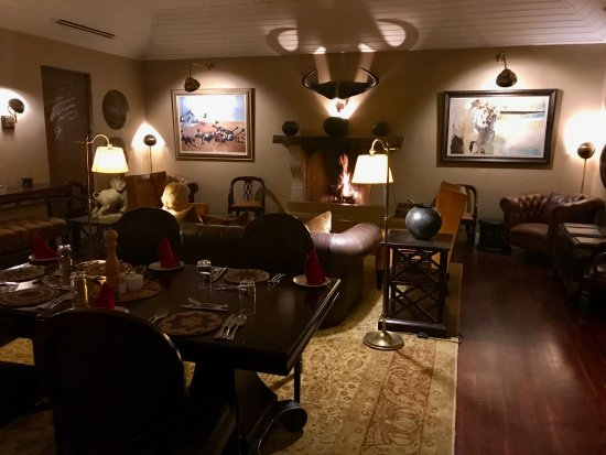 Mala Mala Private Game Reserve, South Africa: Dinner in the bar