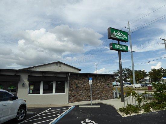Palm Harbor, FL: de Bine broken sign
