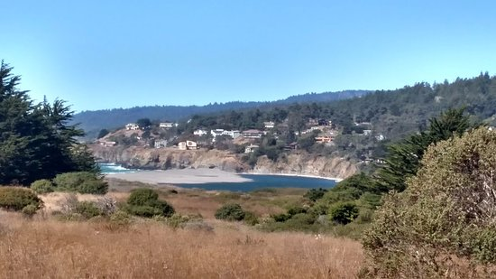 Serenisea Resort Cottages: View of Gualala river and ocean on the trail at Gualala Point Regional Park