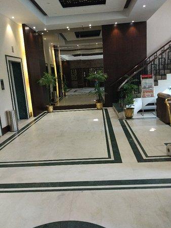 Imperial Executive Hotel: IMG_20171003_122941_large.jpg