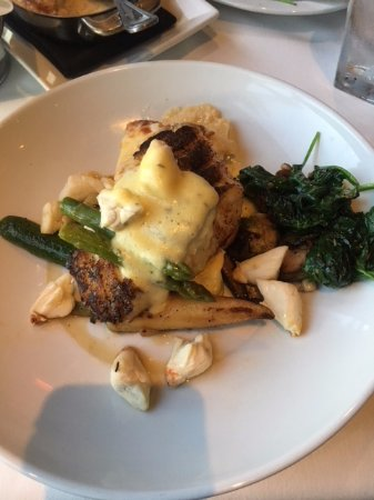Hyde Park Prime Steakhouse : Chilean Sea Bass with crab etc YUMMY