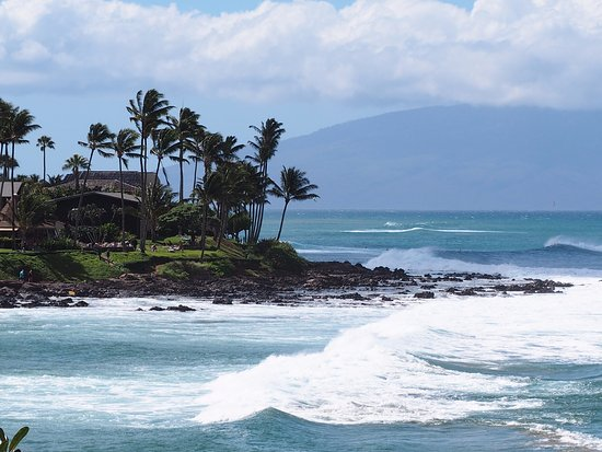 Napili Kai Beach Resort: Windy day at Napili Beach