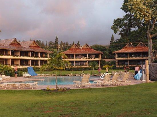 Napili Kai Beach Resort: Keaka Buildings at Napili with pool in front.