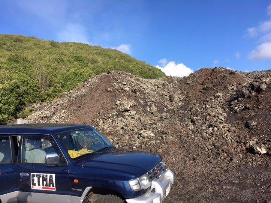 Zafferana Etnea, อิตาลี: Lava flow path behind the SUV