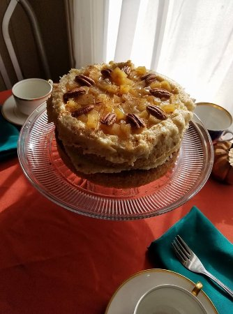 Port Gamble, WA: Fresh baked Apple Cinnamon cake with homemade buttercream icing
