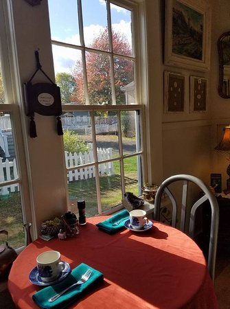 Port Gamble, WA: Sunshine and the stunning colors of Fall enjoyed from our tearoom.