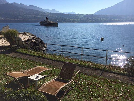 BEATUS Wellness- & Spa-Hotel: Strandkorb auf Sand, Liegewiese, Baden im See nach der Sauna