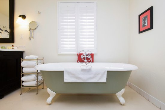 Colony Palms Hotel: Clawfoot Bathtub