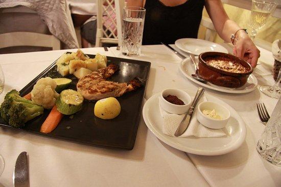 Oniro Restaurant: Лосось и те самые баклажаны из дровяной печи