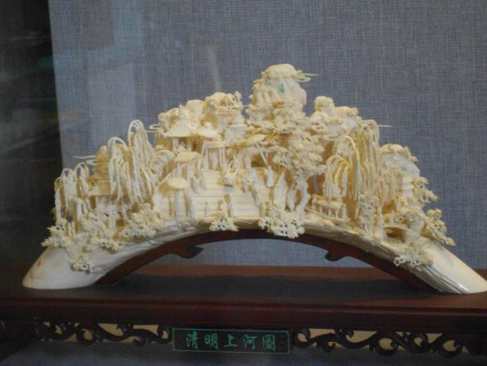 Chen Clan Ancestral Hall-Folk Craft Museum : Резьба по слоновьей кости