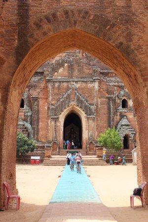 Dhammayangyi Temple: Interiores