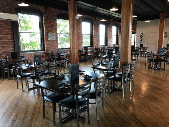 Leominster, MA: Dining Area