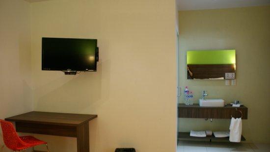 Zamora de Hidalgo, Meksika: Área de escritorio y baño de habitación superior doble