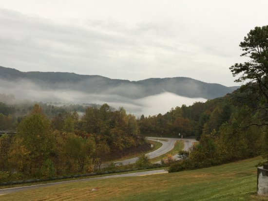 Big Stone Gap, VA: Looking at the mountains from the parking lot