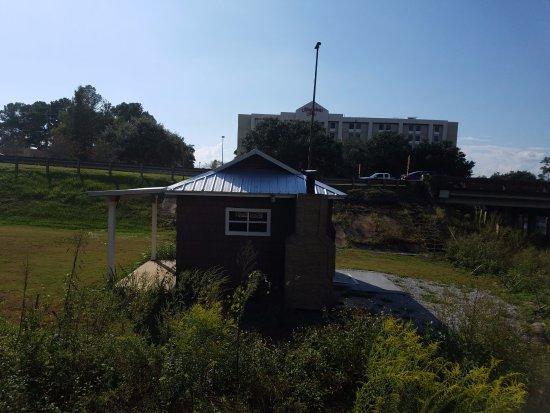 Daphne, AL: small building