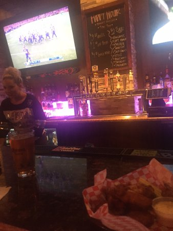 Davis, CA: Blondies Bar