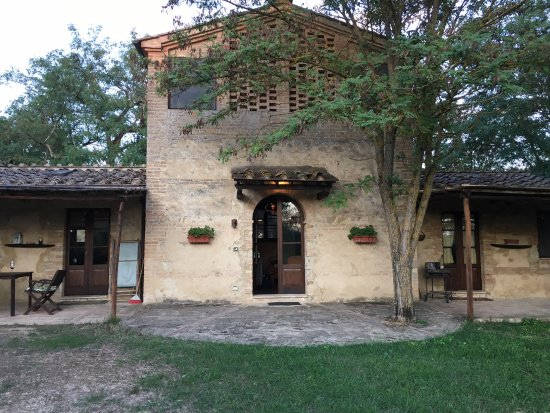 Buonconvento, Italien: Castelnuovo Tancredi - The Farmhouse - 2 bedrooms/2 baths
