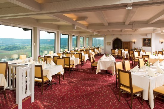 """Neckarzimmern, Tyskland: Restaurant """"Im alten Marstall"""" mit Blick in das Neckartal"""