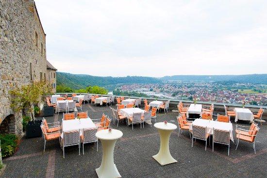Neckarzimmern, Almanya: Terrasse mit Blick in das Neckartal